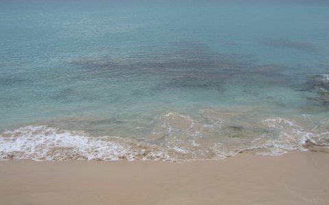 heldere zee & witte stranden