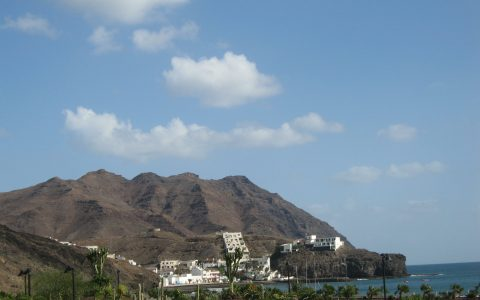 vulkanische kustlijn